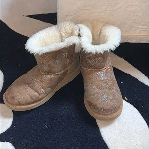 Girls embossed UGGs short Brown boots size 4